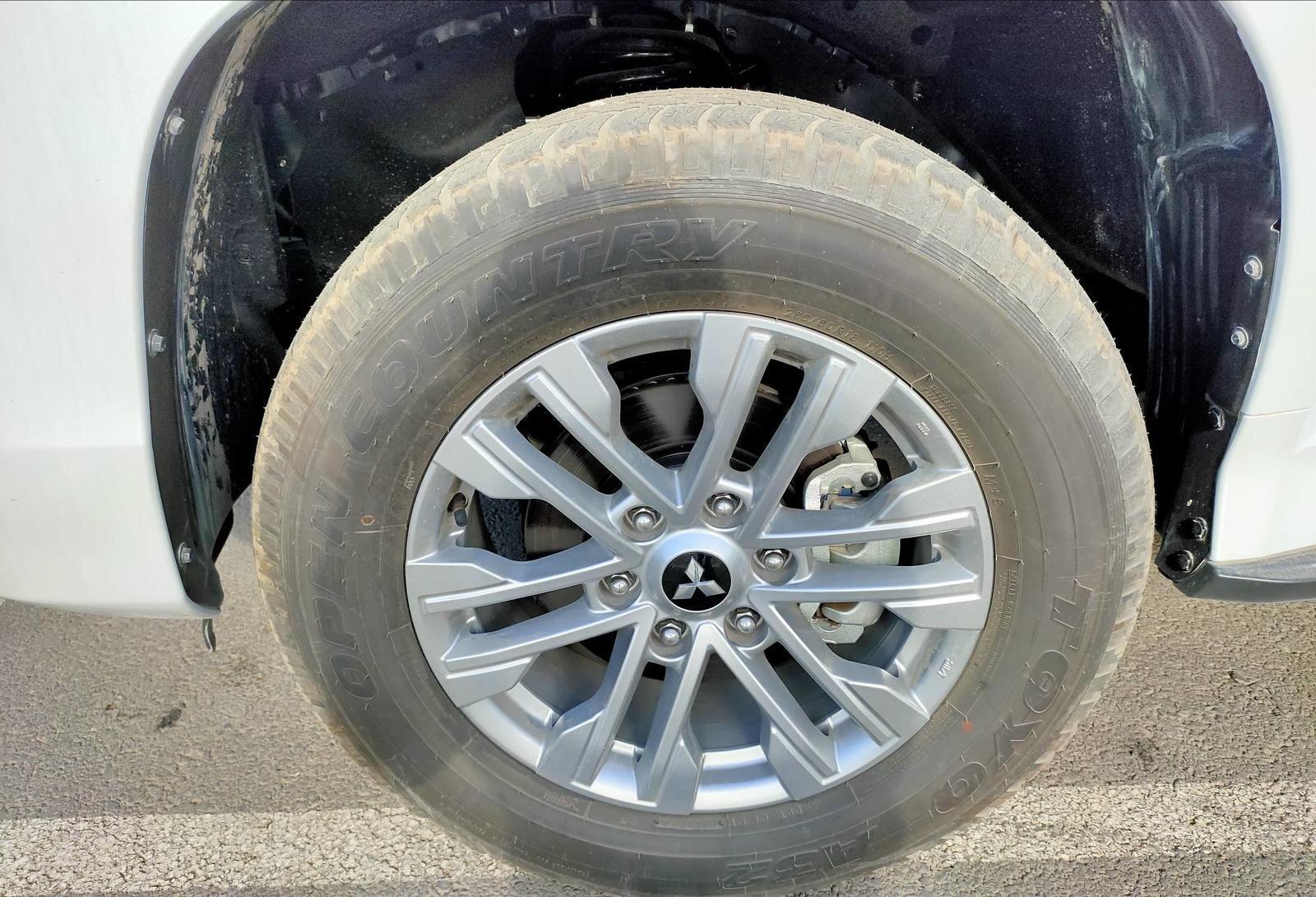 新款三菱帕杰罗劲畅提车,落地31万,6缸动力+四驱,看啥哈弗H9