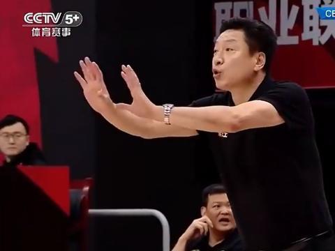 北京男篮1.8秒绝杀广厦,首钢终结4连败,广厦主帅劝架竟吃T