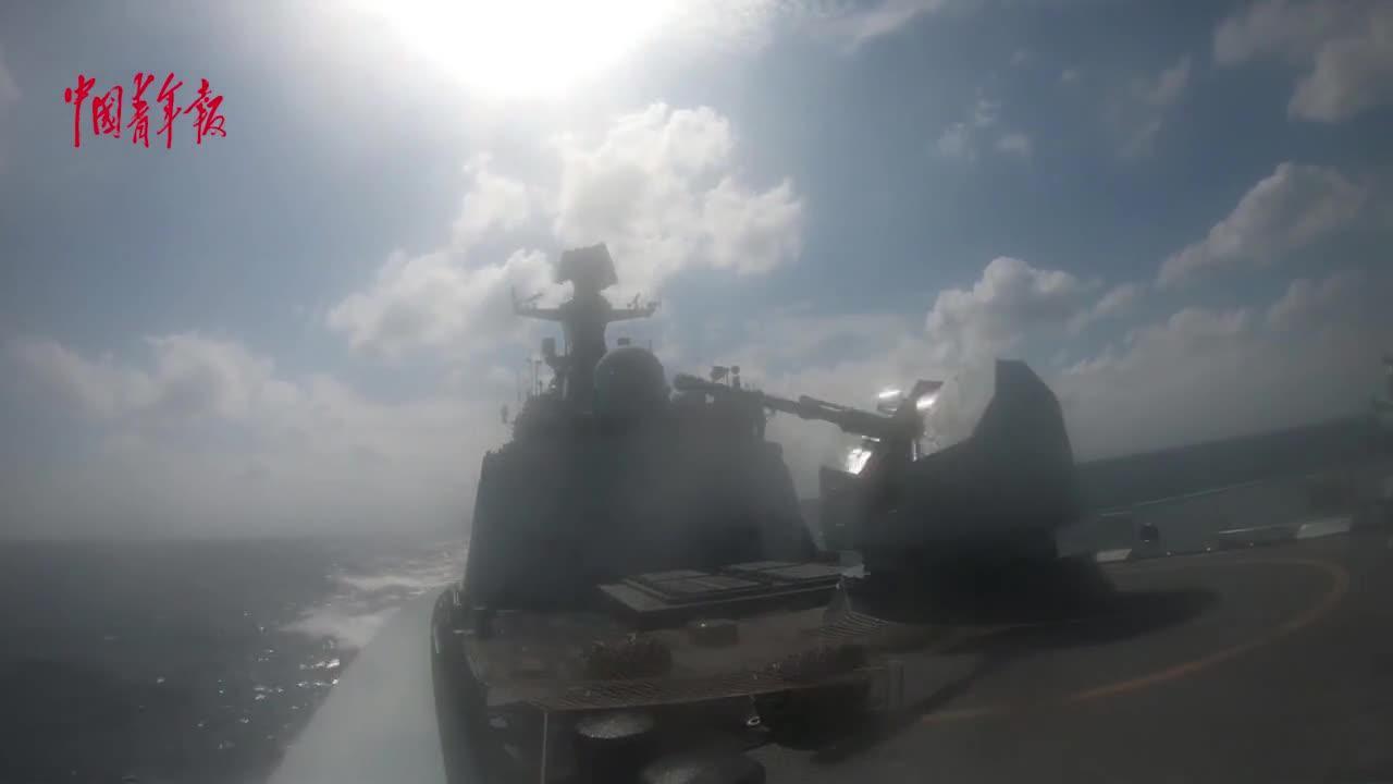 东部战区海军某驱逐舰支队组织舰艇编队展开实兵实弹演练