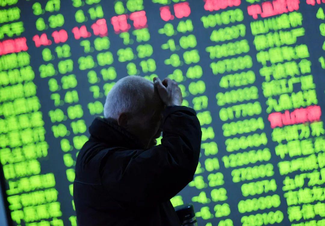 A股四连跌幕后:基金经理们年底慎对白酒股,看好这个板块