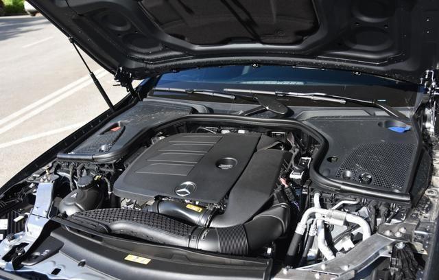 外观变化很大,新款E级轿跑/敞篷版上市,售52.48万元起