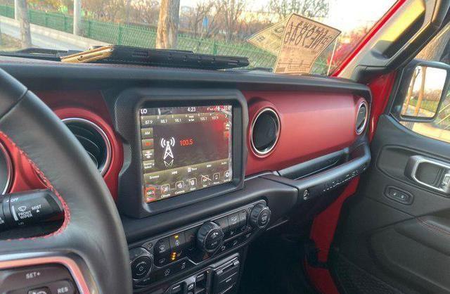 全款44万喜提宝马X3,对比堂哥的Jeep牧马人,车主给了中肯评价