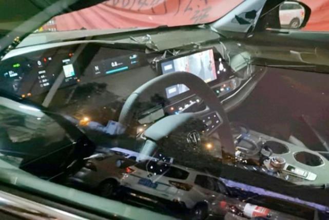 轴距2890毫米,蓝鲸2.0T+爱信8AT,长安UNI-K多种颜色实车现身