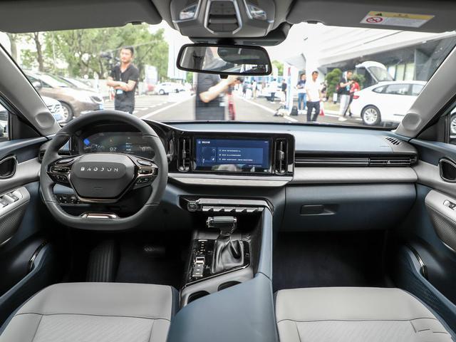 经济紧张也要买新车,年轻人不妨考虑这四台,物美价廉才八九万