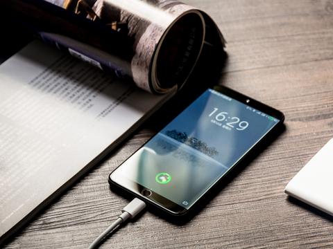 珠海小厂手感最好的手机之一,假如魅族15能上骁龙835就成了