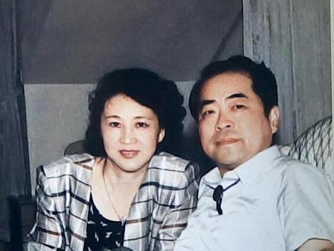 抛弃女儿,与恩人妻子偷情10多年,书画家范曾赢了才气,输了品德