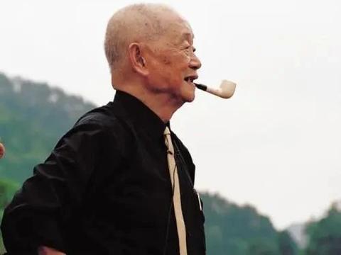 """黄永玉画荷花,里面有2只""""机械鸟"""",估价折合人民币约269万元!"""