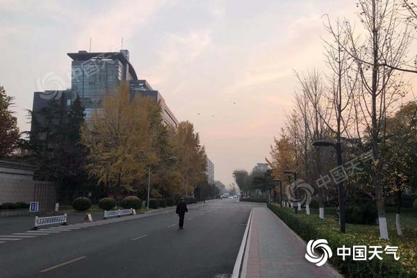 今天早晨,北京气温较低,天气寒冷。