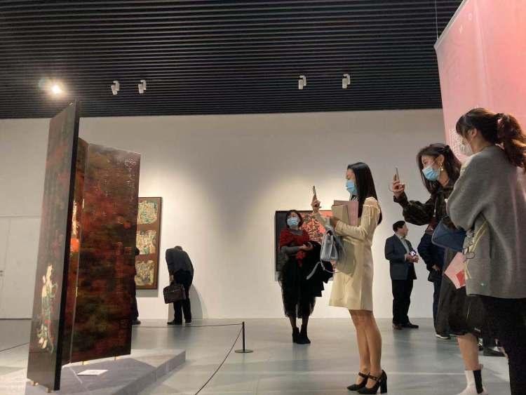 黄琪珑漆艺作品亮相宝龙美术馆