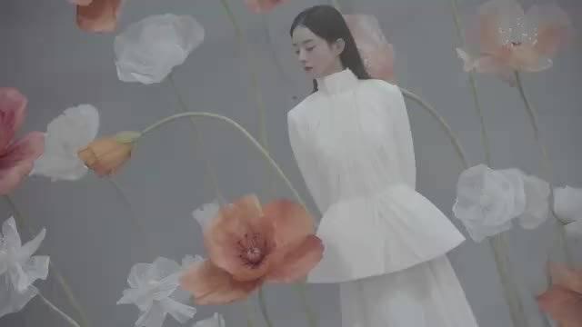 赵丽颖《时装LOFFICIEL》12月刊封面拍摄花絮!