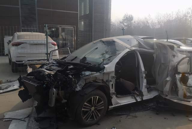 法系车有多安全?车主晒出事故现场图,下一辆车还要买标致雪铁龙