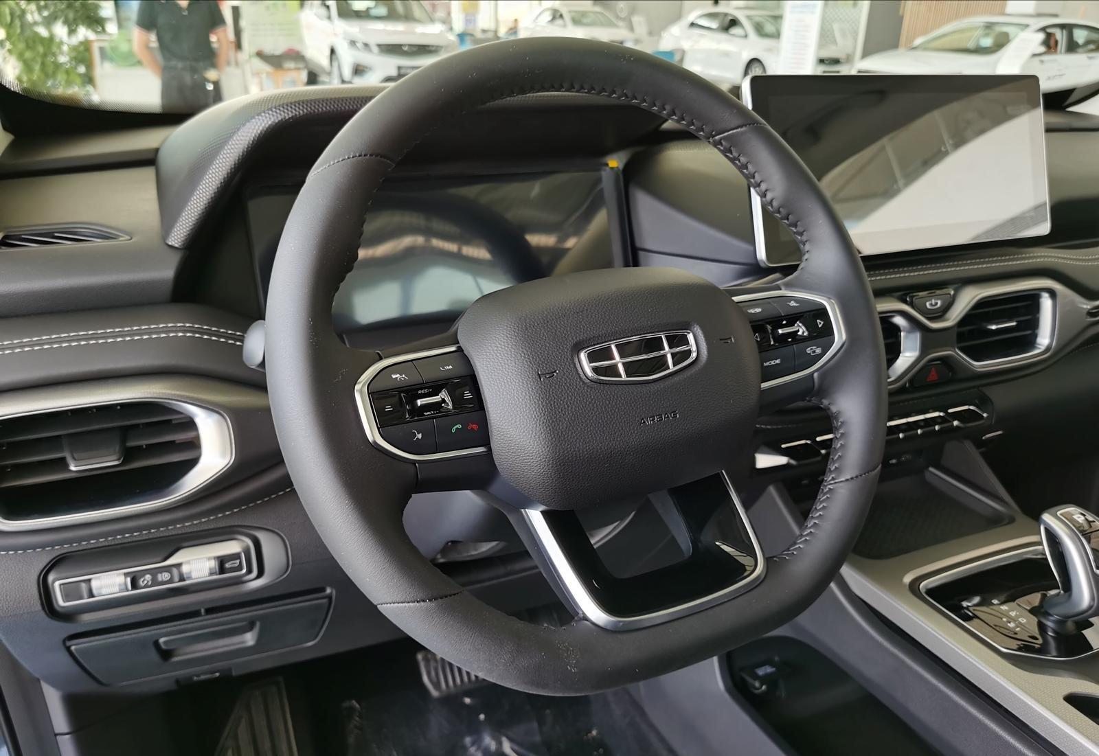 """吉利SUV终于""""发飙"""",1.8T+七座,落地11万,新豪越比冠道霸气"""