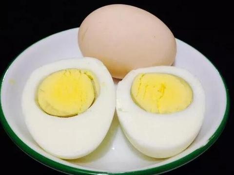 煮鸡蛋,别直接下锅煮!教你正确方法,鸡蛋嫩滑好吃,好剥壳