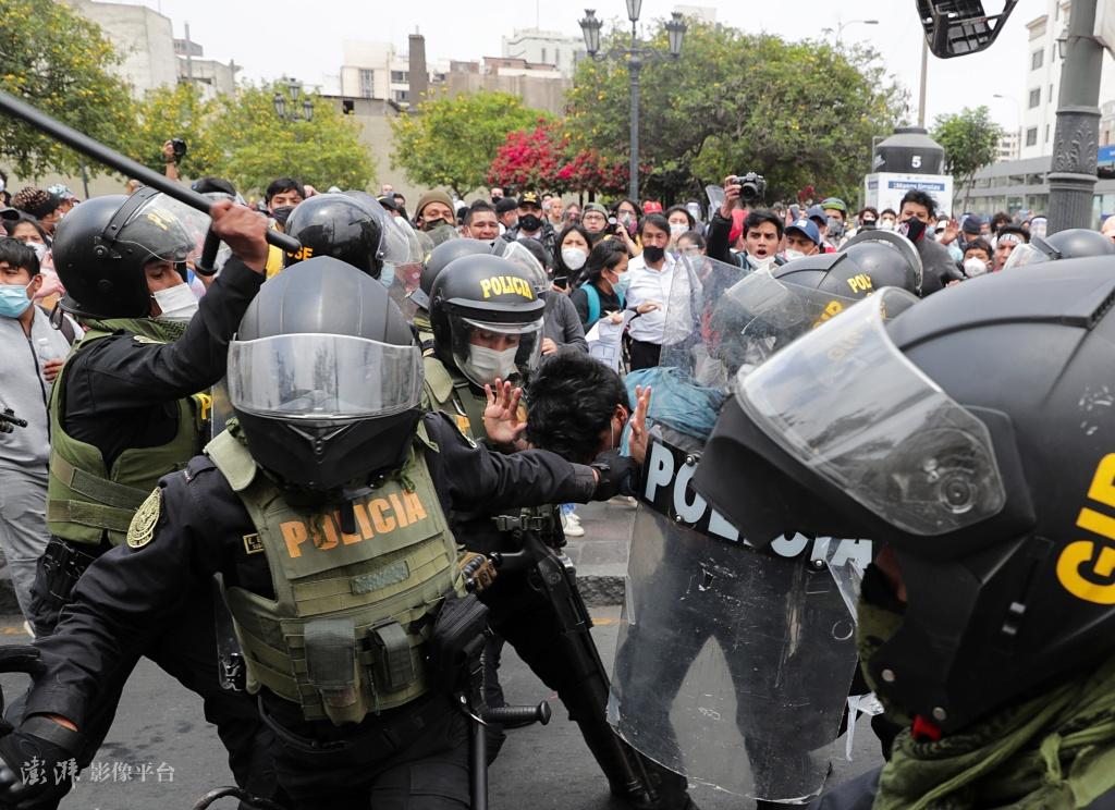 秘鲁上演致命示威 新总统上任不足一周即辞职