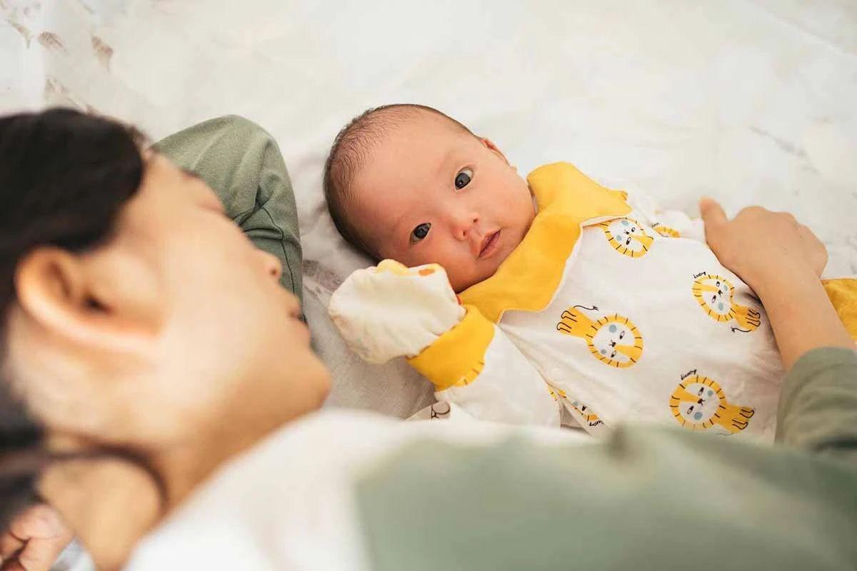 """上班族妈妈""""带娃难"""":3岁以下婴幼儿入托率仅4.1%,幼托机构""""收费低、生存难"""""""
