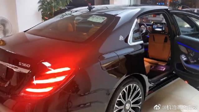 视频:迈巴赫新款S560,奔驰最顶级的车型,打开车门还看啥劳斯莱斯!