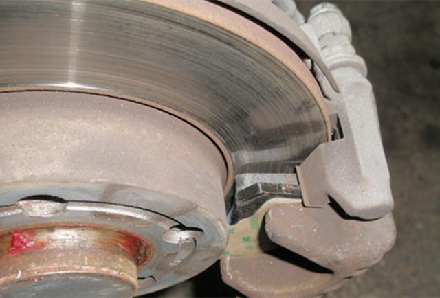 刹车片磨到什么程度就该更换了?车主了解一下,不要过早更换