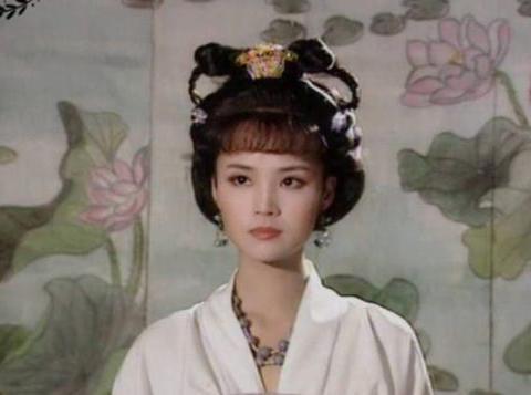 53岁茹萍依旧很有气质,与二婚老公恩爱22年如初,女儿比她还美