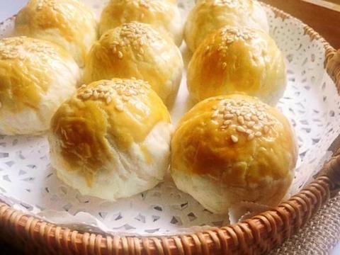层层酥香,莲蓉版蛋黄酥,比买的好吃