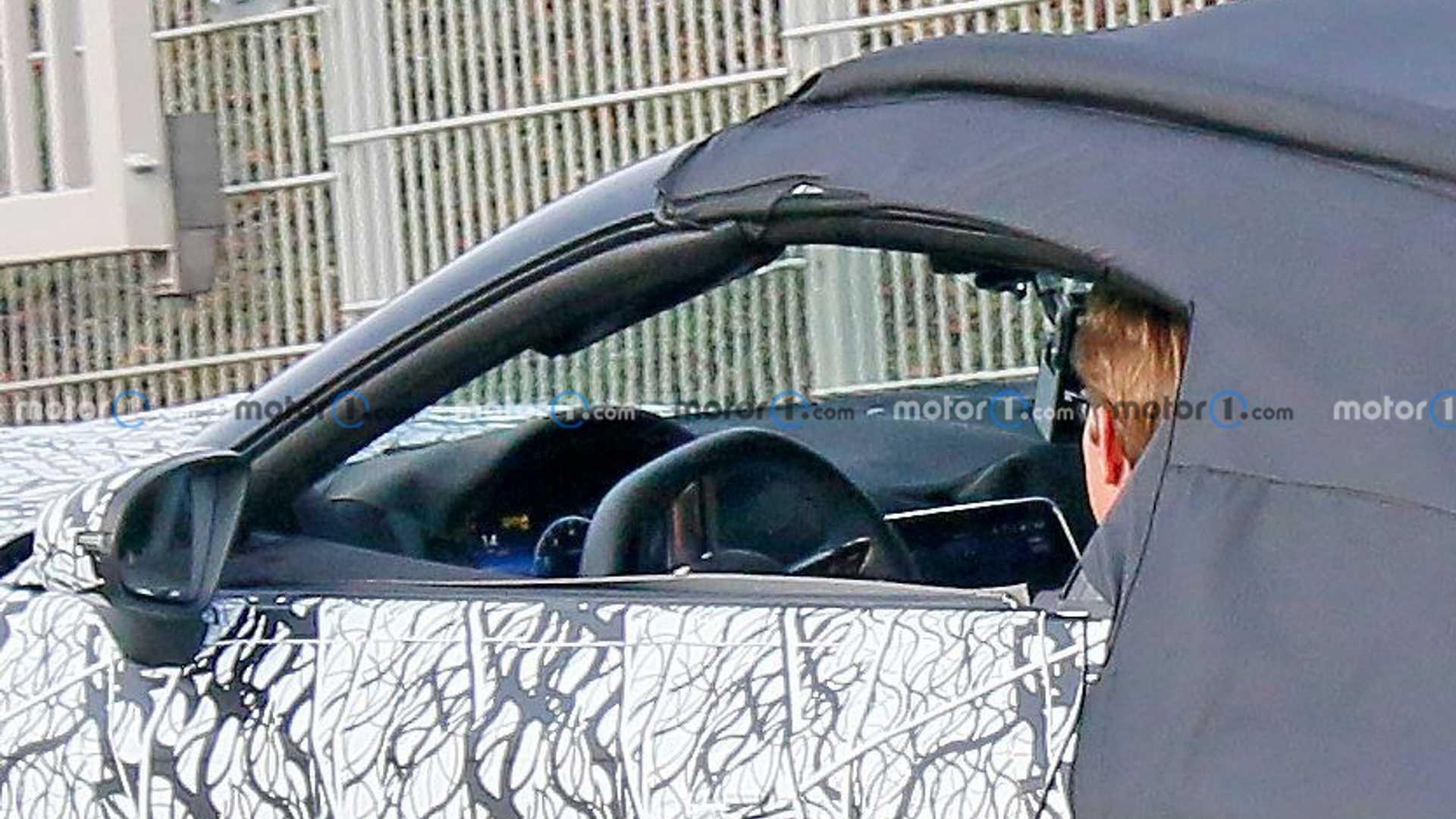 圆润的外形,下一代梅赛德斯-奔驰SL级谍照曝光