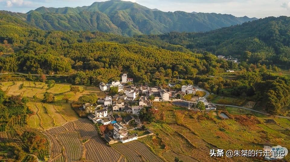 一座鲜为人知的皖南古村落,藏在崇山之中,秋景却美到让世界惊艳