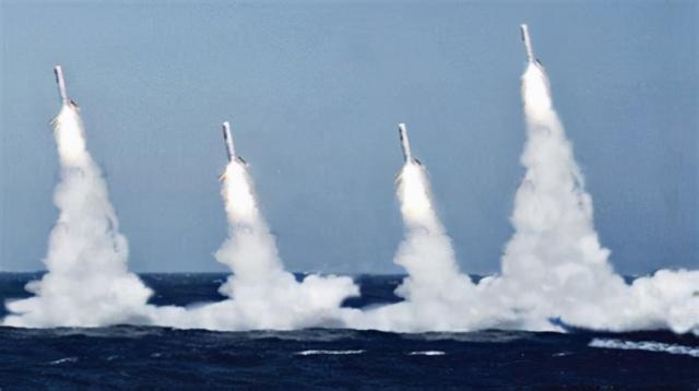 """美军装备""""航母杀手"""":潜射反舰巡航导弹 射程1600公里"""