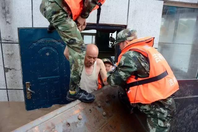 全省公安机关多警联动快速反应 全力开展抗洪抢险救灾工作