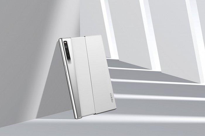 OPPO发布卷轴屏概念手机 屏幕大小可滑动调节
