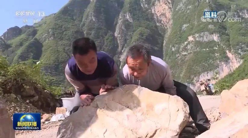 """毛相林:绝壁上""""凿""""出脱贫致富路图片"""