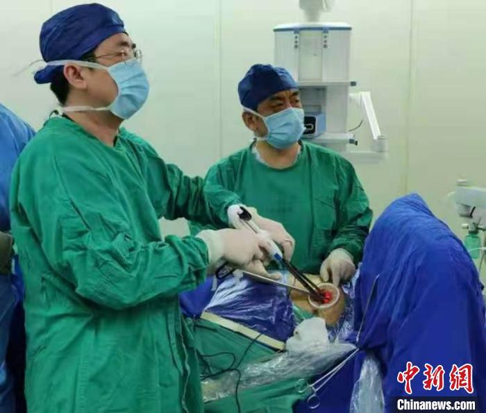 """""""针刺穴位+麻醉""""上海专家成功实现心胸外科手术""""小麻醉""""""""超微创"""""""