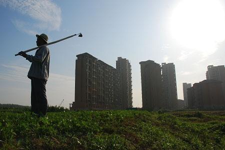"""除了进城农民土地如何处置 土地延包30年还有哪些""""重大问题""""?"""