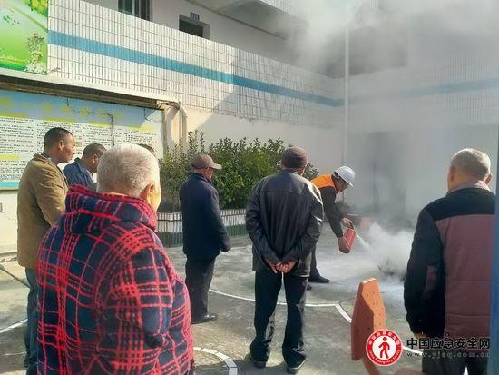 秭归县郭家坝镇福利院开展冬季消防安全演练