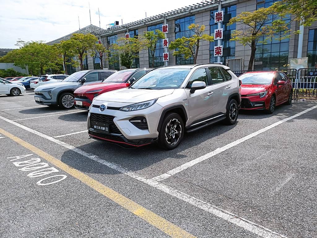 2020广州车展:抢先实拍广汽丰田威兰达双擎,轮圈样式很吸睛