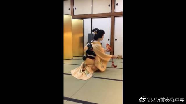 这个翻译过来叫做:祝舞,传统的文化应该尊重