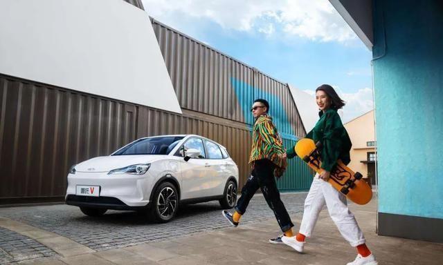 8万元内新能源小车,哪吒V凭啥跟零跑T03打?