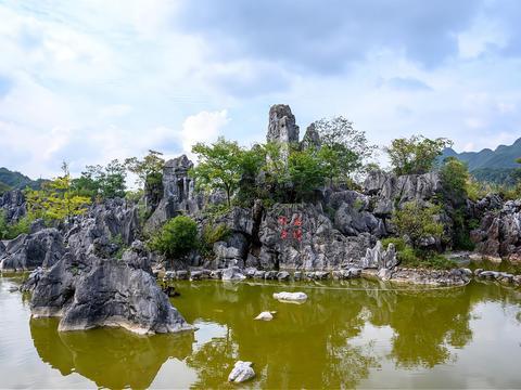 千岛湖石林新玩法,不仅可以赏石林奇观,还有惊险刺激的娱乐项目