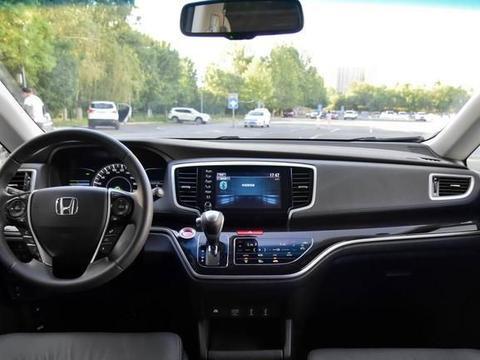 2.9米轴距的MPV,标配E-CVT油耗5.8L,比GL8省油