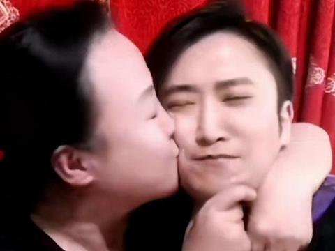 《乡爱》聚会引热议,孙丽荣抱着吴云飞狂亲,两人在戏里是姑婿