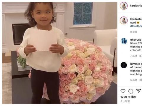 甜蜜撒糖!科勒卡戴珊获年度真人秀明星,丈夫特里斯坦送玫瑰祝贺