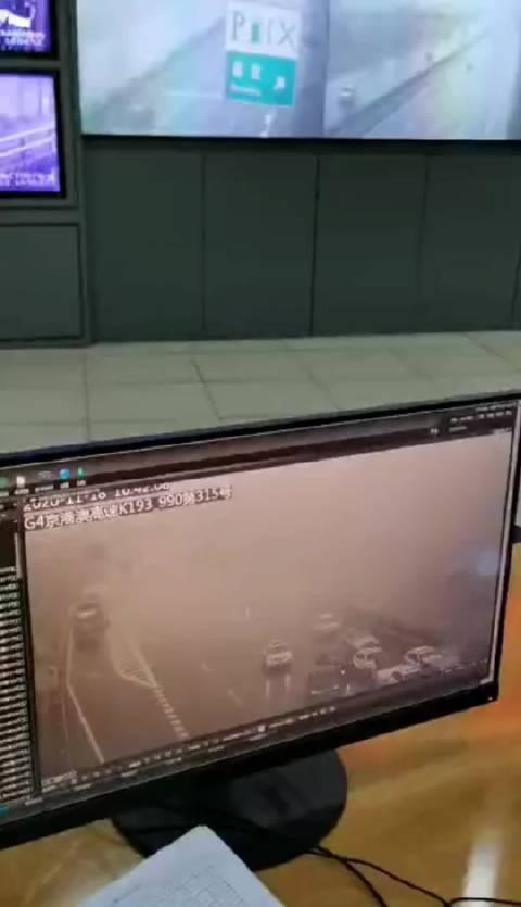 一阵烟就毁了这么多车,京港澳高速!