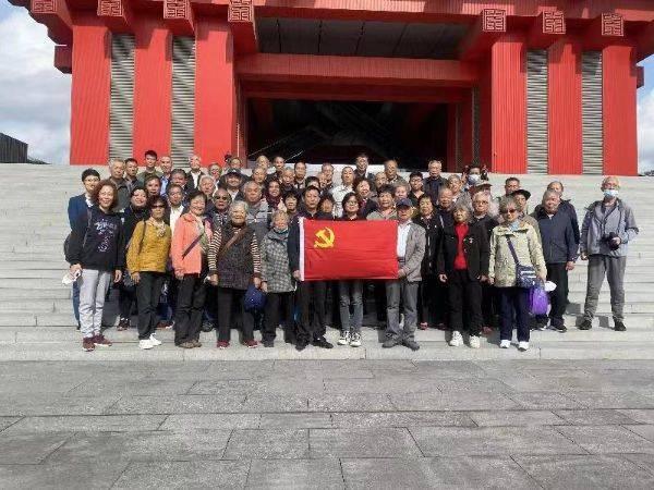 莘庄镇黎安一居组织杨浦滨江、中华艺术宫参观活动