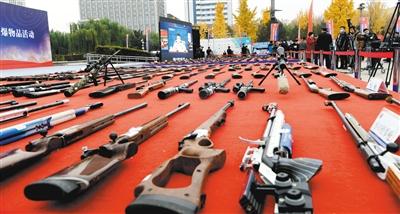 153个城市集中销毁非法枪爆物品图片