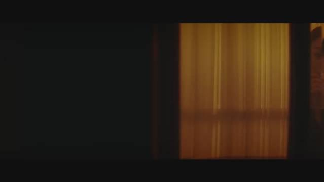 王一博「花的游吟」预告片 在吧台,接过酒杯 ,指尖相碰的瞬间……