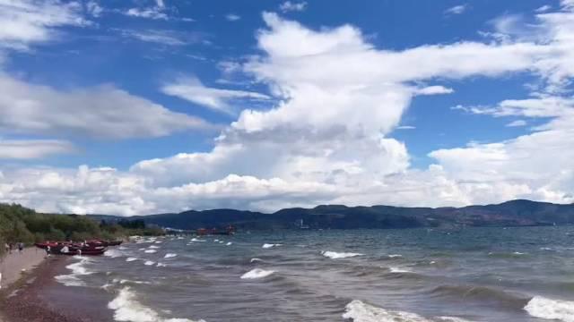 抚仙湖,云南的高原淡水湖,湖水晶莹剔透、清澈见底…………