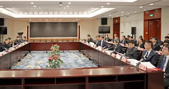 江苏省副省长马秋林赴徐矿调研转型发展工作