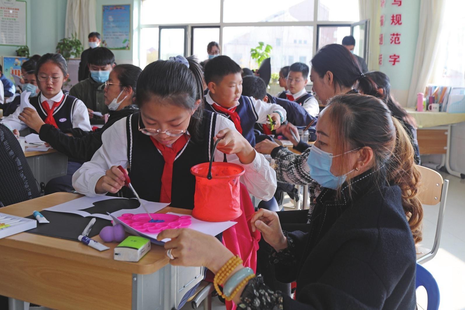 """康巴什区第一小学举办""""家长开放日""""活动"""