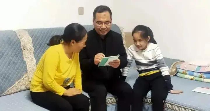 """万荣县特教中心开展""""情暖贫困生 资助在路上""""送教下乡帮扶活动"""