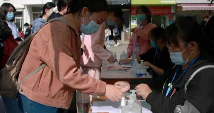 文华学院校友向母校捐赠30万元物资,助力冬季疫情防控