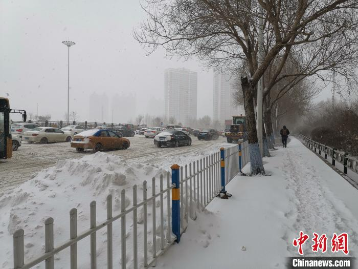黑龙江迎入冬最大降雪:八地大暴雪 最大降雪量28.6毫米图片