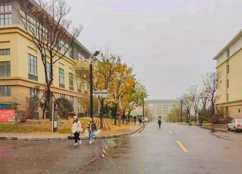 寻找山东最美大学校园│山财大燕山学院:雨后校园